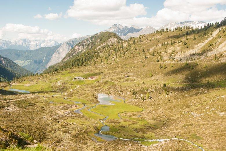 Lungo il Waal, il sentiero conduce attraverso la valle Fundustal fino al rifugio Frischmannhütte. Foto: Jannis Braun